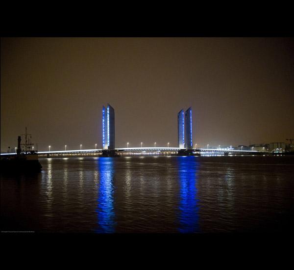 <em>PREMIÈRE IMAGE</em>, Mise en lumi&egrave;re du pont Chaban-Delmas à Bordeaux, Yan Kersal&eacute;, 2013.<br>Cr&eacute;dit : C. GOUSSARD.