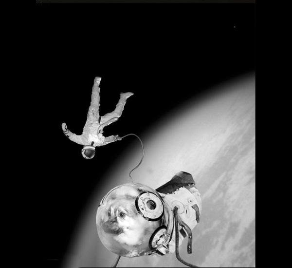 Ivan et Kokola dans son activité extra-véhiculaire, de la série Sputnik, 1997