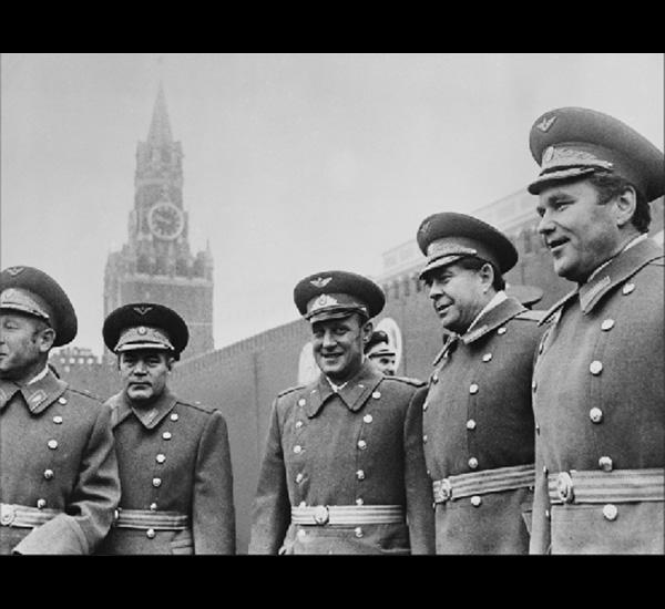 Leonov, Nikolayev, Istochnikov, Rozhdestvensky, Beregovoi y Shatalov, de la série Sputnik, 1997
