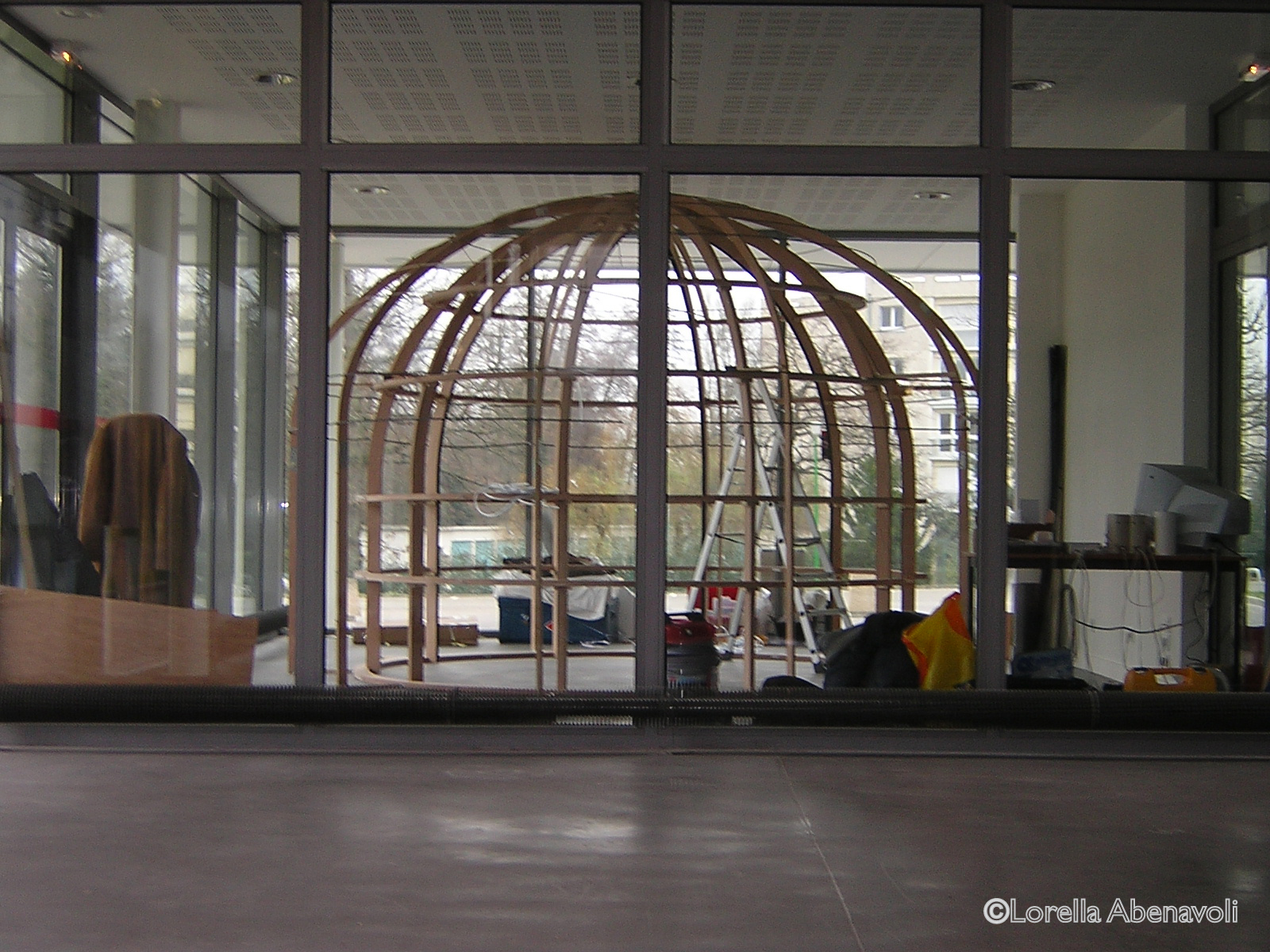 Le Souffle de la Terre, Étude n°6, installation, Lorella Abenavoli. Montage, structure dôme, Le Diapason, 2006. Photo: ©Lorella Abenavoli